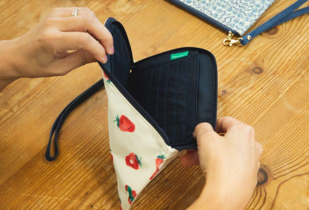 従来の母子手帳ケースだと大きすぎるというママには、薄くコンパクトになったスリム母子手帳ポーチの画像