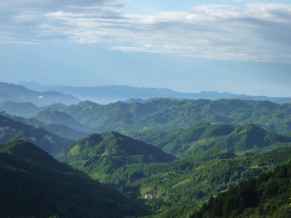 大分県日田市の山並みの画像