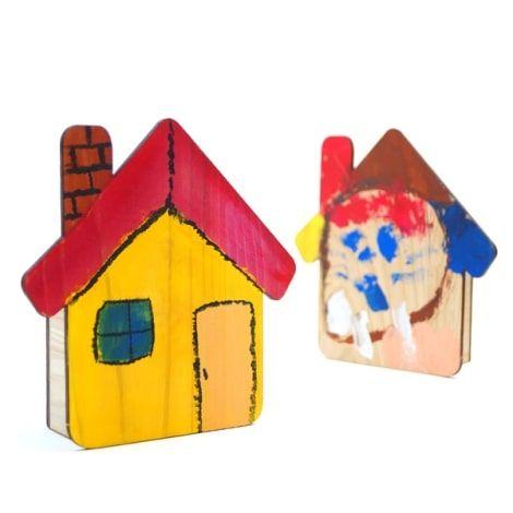 2019年夏に開催したmore treesの『木製オルゴールハウスづくり』ワークショップで参加されたお子様が制作された家の形をしたオルゴールの画像